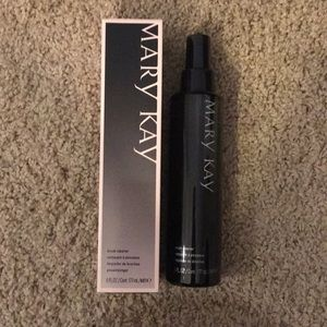 New with box Mary Kay Brush Cleaner